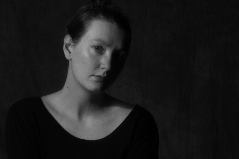 Frauen-Portrait in Schwarz-Weiss
