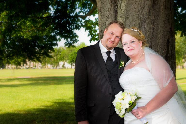Hochzeitsfoto eines frisch vermählten Brautpaares